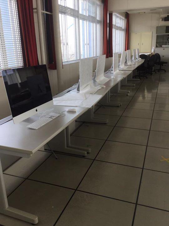iMac 実習室構築作業中です。